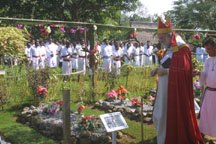 The Archbishop of Canterbury visits the graves of the peacemakers